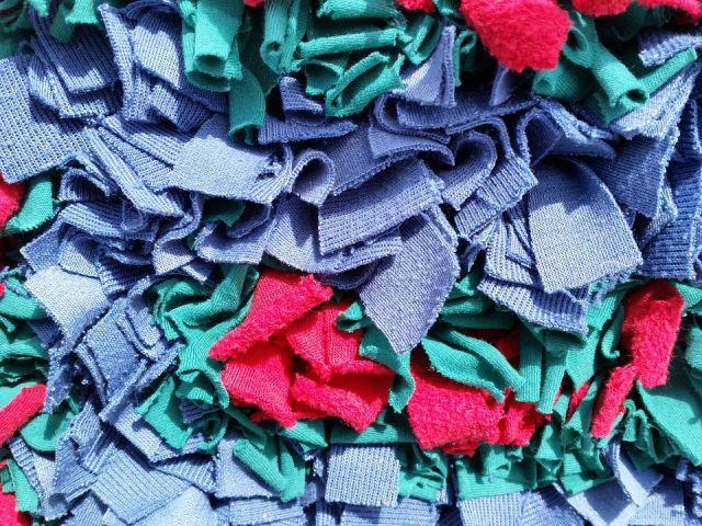 9a6e3a4d8444 Csodás dekorációs ötletek újrahasznosított ruhadarabokból